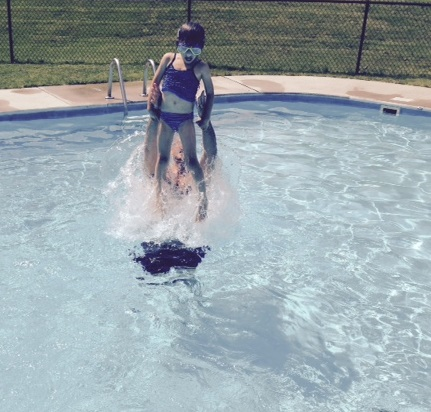 Willa pool queen